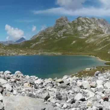 Le col des Rochilles et la série de lacs