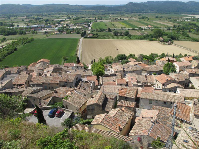 Toits de Cadenet depuis le site de l'ancien château
