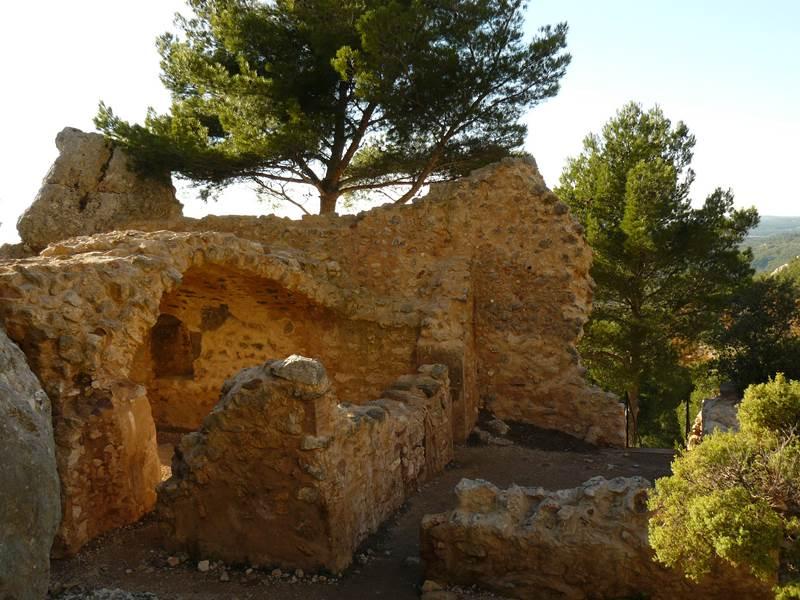 les vestiges de la chapelle du Trou