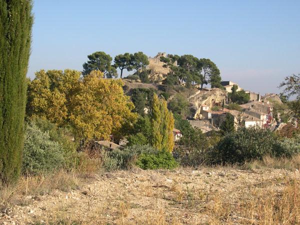 champ et toits de Cucuron