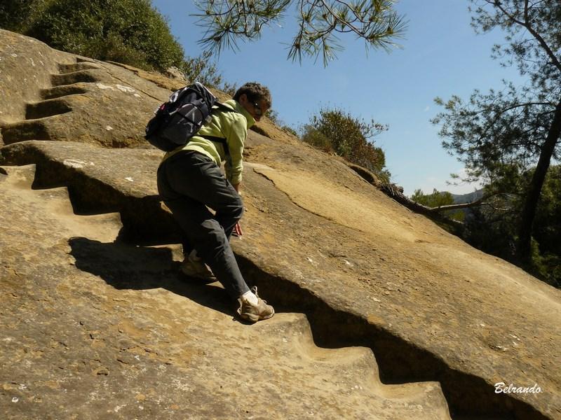 escalier taillé dans la roche lamanon