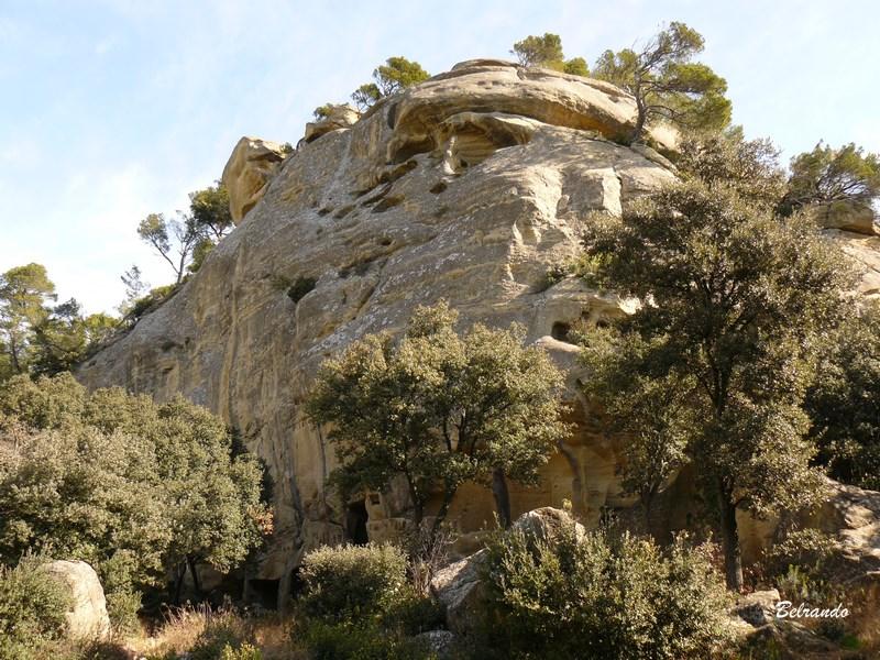 Falaise surplombant les grottes de Calès