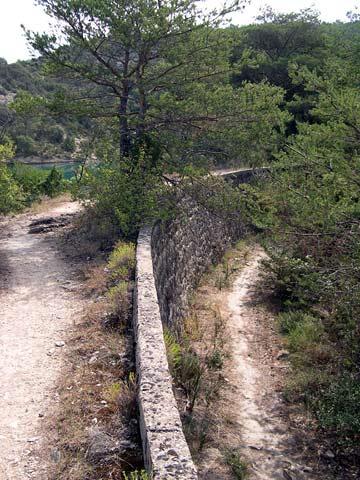lac-esparron-canal