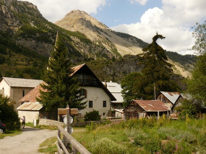 nevache-village-randonnee