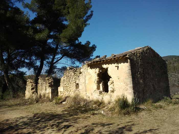 Ruine entre Pierrouret et le Paradou