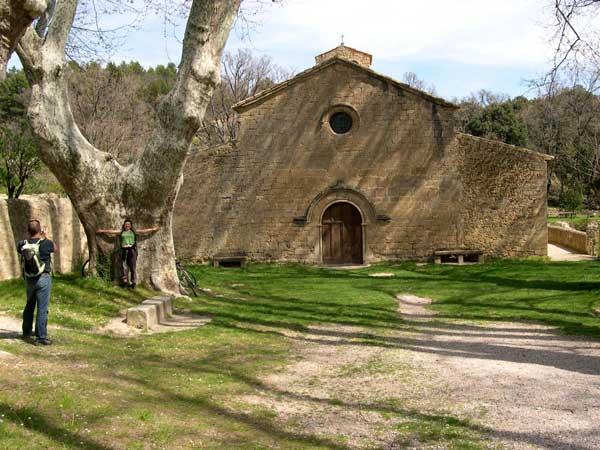 Parvis de l'église de Cucuron