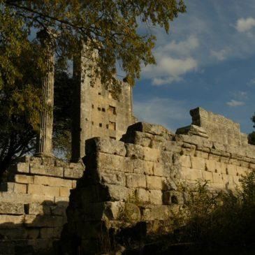 Boucle autour de Vernègues Est en passant par Château-Bas et le temple romain