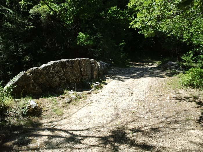 Voussoirs du Pont à la Coquille Buoux Lourmarin
