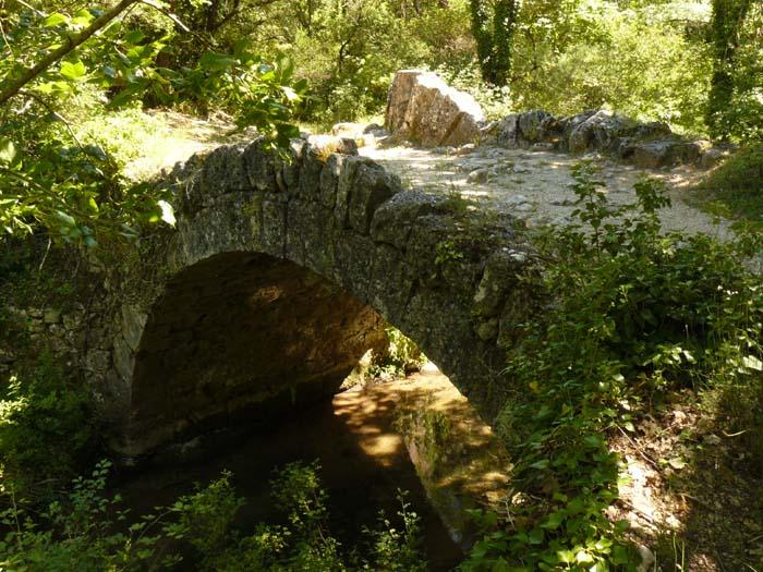 Pont à la Coquille Buoux Lourmarin