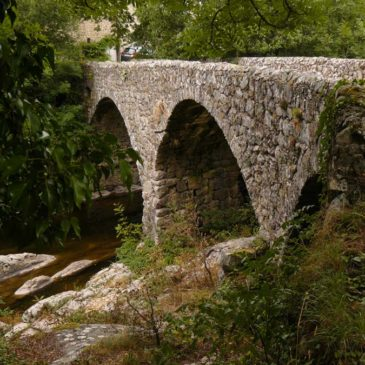 Circuit de randonnée en Ardèche : le hameau de Riou, le pont de Monépiat et Silhac