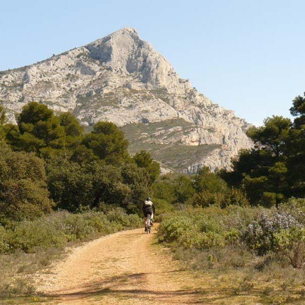 sainte-victoire sentier vers le bas des cretes
