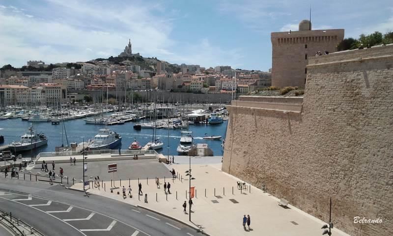 Le fort Saint-Jean et en fondnotre dame de la garde