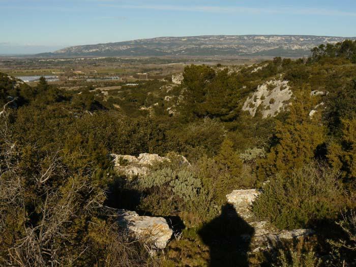 Vue sur la plaine de la Durance et l'extrémité Ouest du Luberon depuis le plateau (niveau 237).