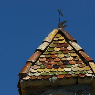 saint-julien-du-verdon toit en fayence de la chapelle