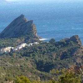 vue sur les falaises du bec de l'aigle à la ciotat