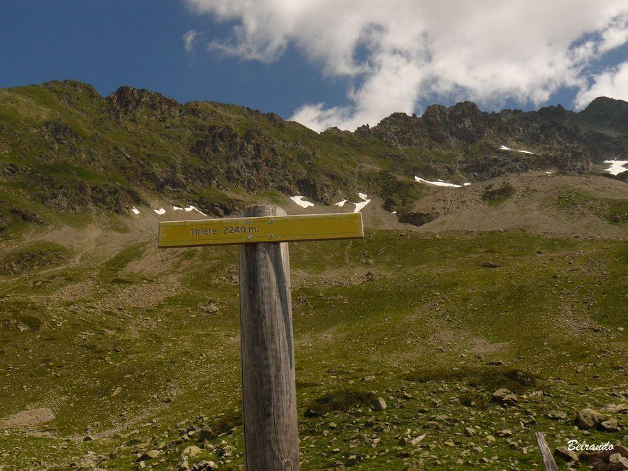 Panneau indicant le plateau de tirière 2240 m