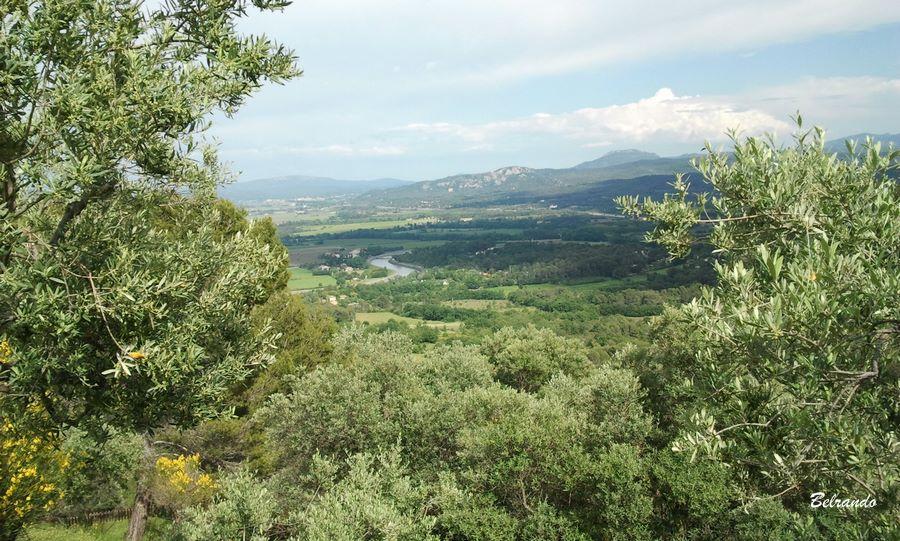 Vue sur le massif surplombant Meyrargues, le Concors et le canal de Provence.