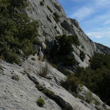 Boucle : Oppidum d'Untinos, site d'escalade des Deux Aiguilles et carrière de marbre