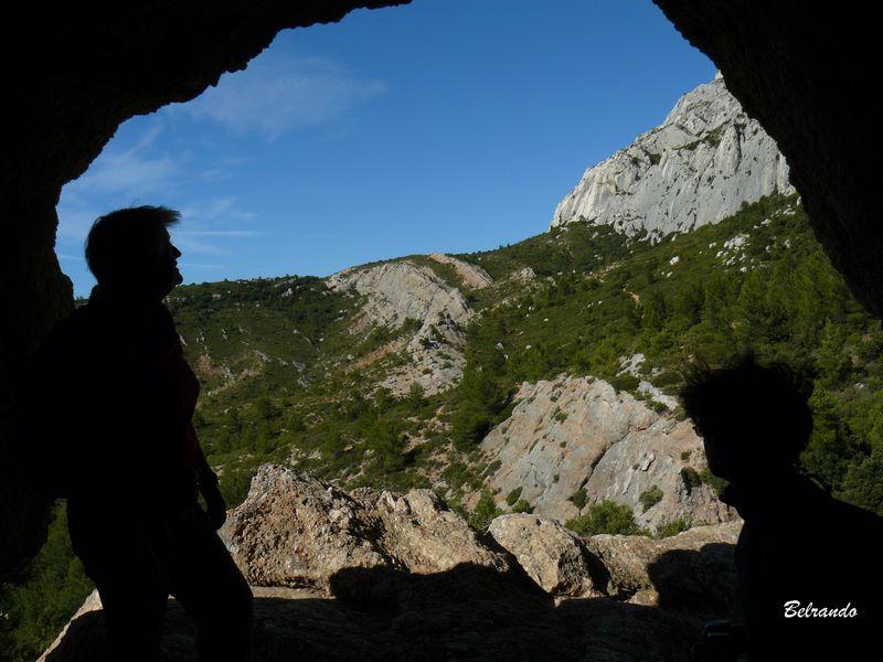 Vue sur le plateau d'Untinos depuis la grotte