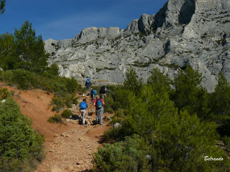 sentier et falaises de la ste victoire Ascension vers l'oppidum d'Untinos