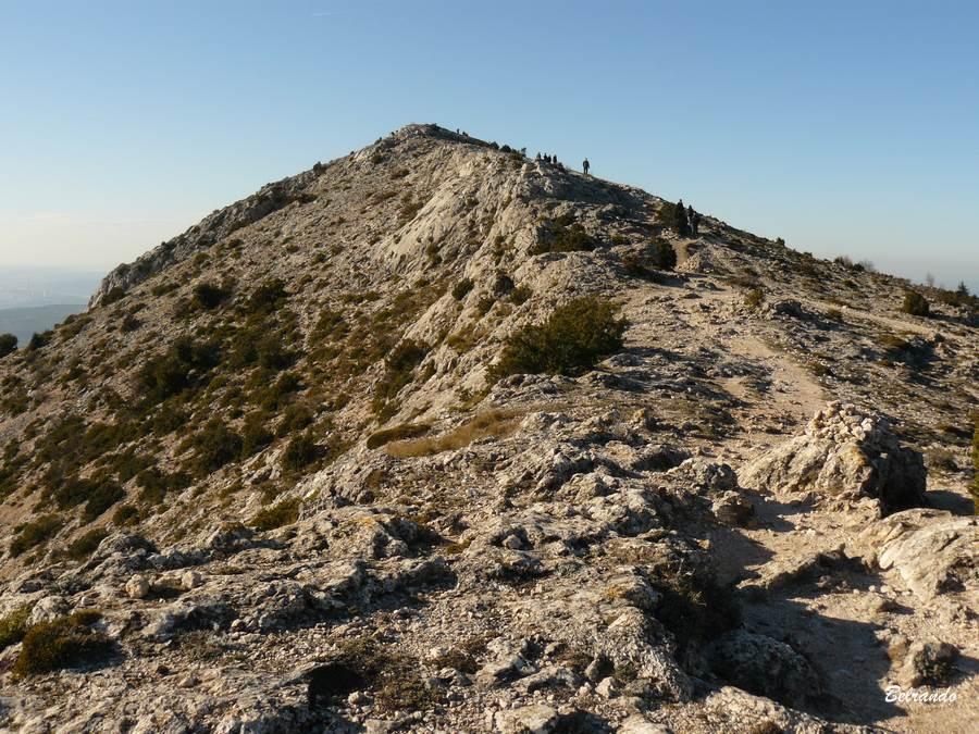 Les crêtes arides avant le Pic de Mouches