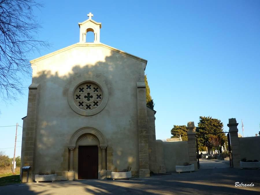 La chapelle Saint-Pierre à l'entrée de cimetière