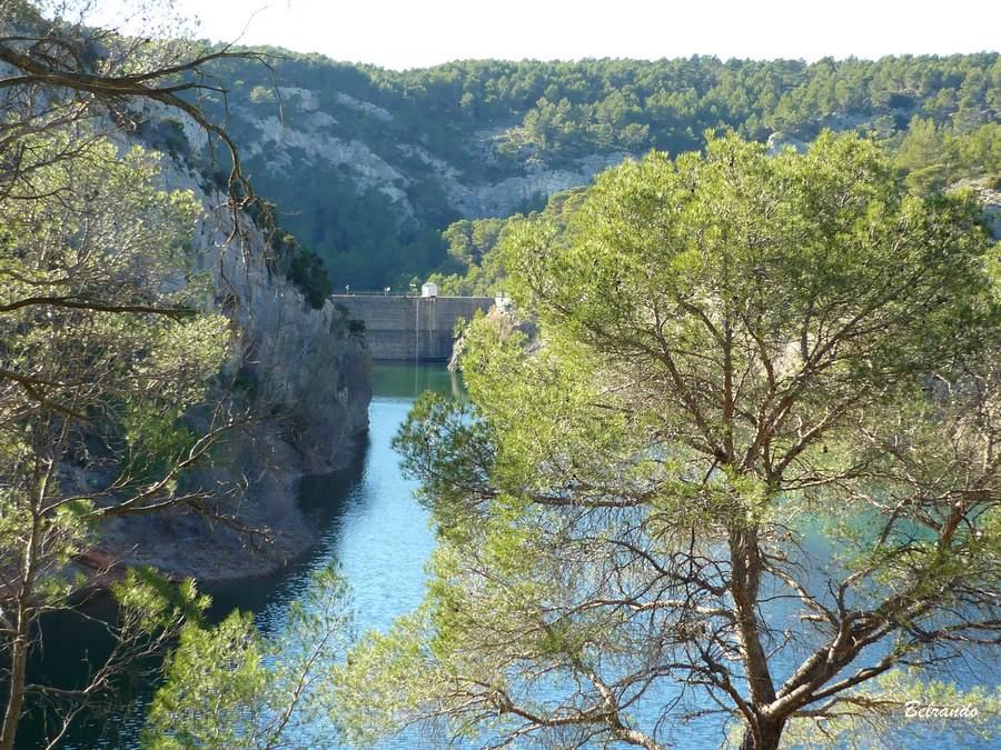 Au loin le barrage Zola