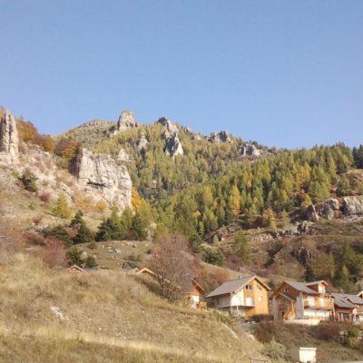 La station de Chaillol 1600 et ses rochers ruiniformes