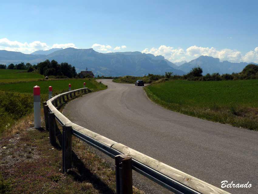 D13 route et montagne de farraut au loin