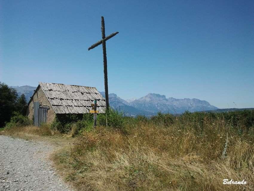 Cabane en bois et sentier
