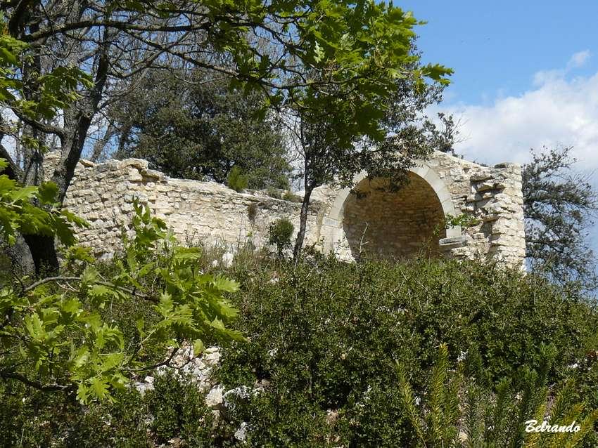 Chapelle romane près de Saint-Martin