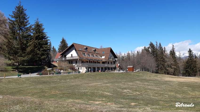 bâtiment centre d'oxygénation et golf