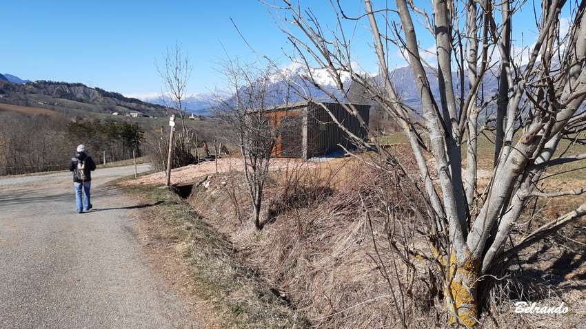 A la cabane Roussel, prendre à gauche la piste en terre